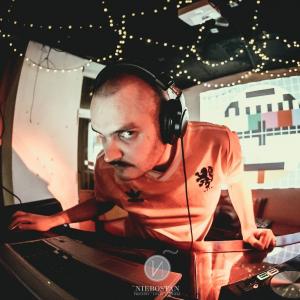 DJ z Wąsem Miniaturka